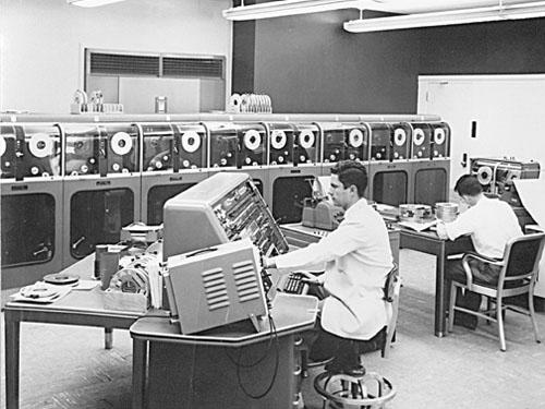 Trabajo con computadoras en Appliance Park, 1951. Foto: GE