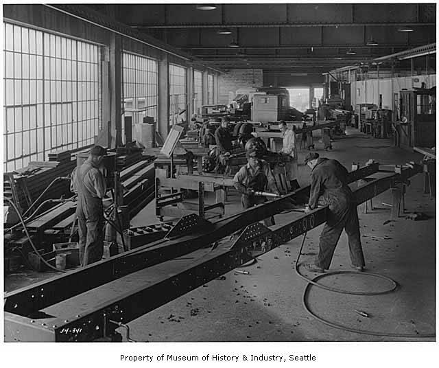 Trabajadores en la planta  Kenworth, Seattle, 1934. Foto del Museum of History and Industrie, Seattle.