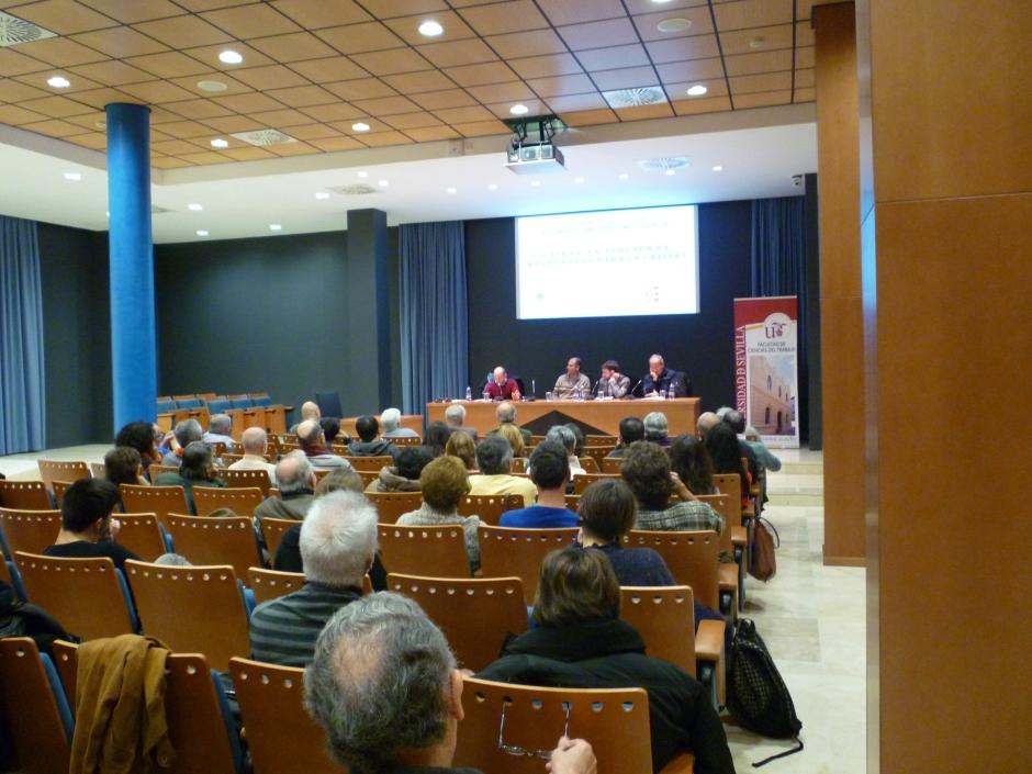 Público del acto en la facultad de Ciencias del Trabajo