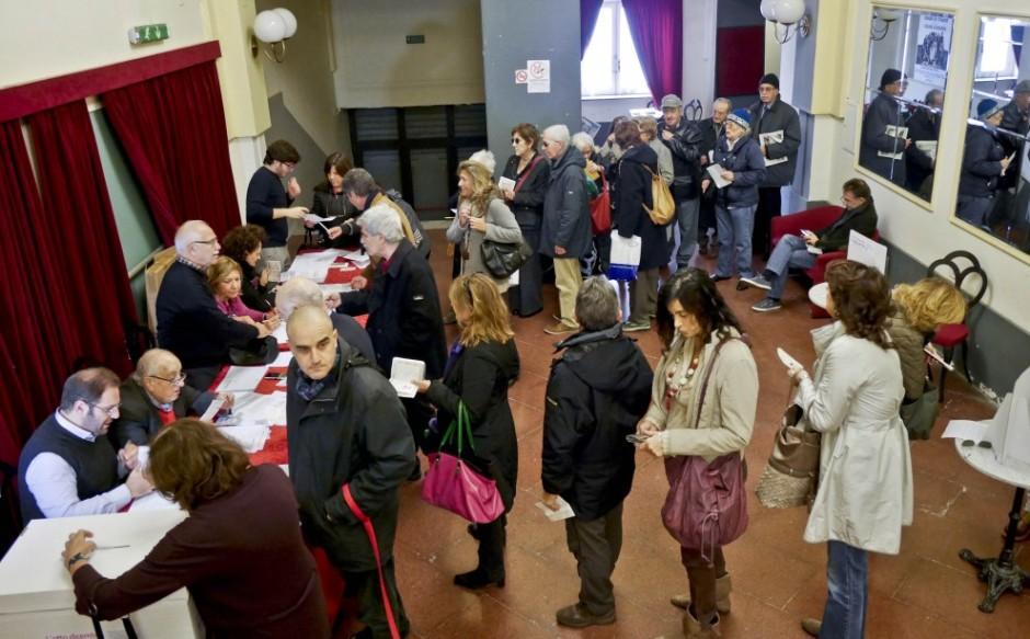Ciudadanos italianos votando en las primarias del PD el domingo 8 de diciembre. Foto: La Repubblica